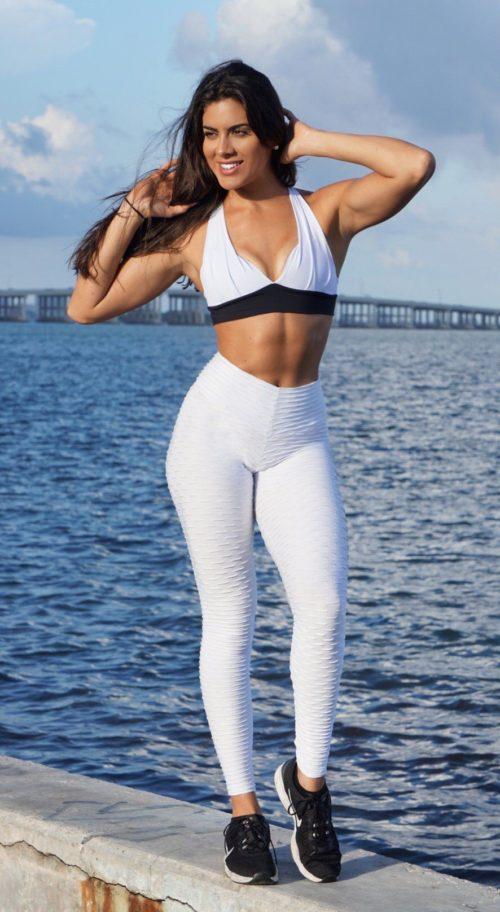 white scrunch bum leggings